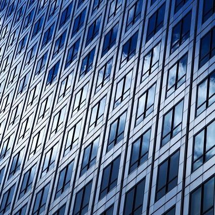 Q218 25階建てのビル